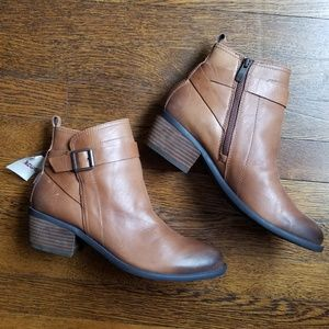 NWT Vince Camuto Leather Booties size 10B